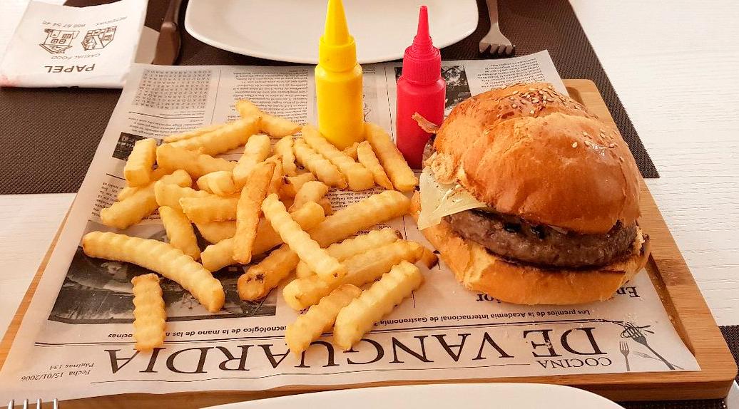 hamburguesa-con-patatas